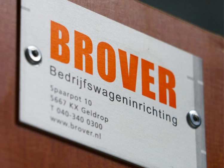 Brover_Naam- en typeplaatje